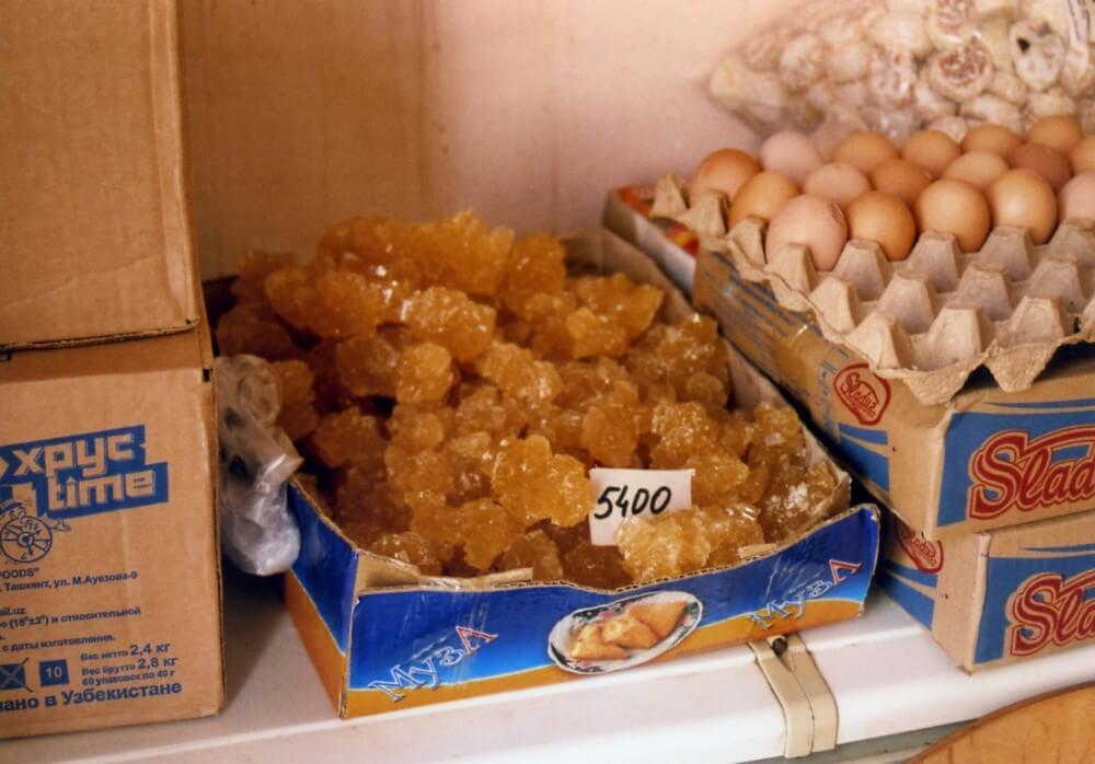 売店で売られていた黄金色の砂糖
