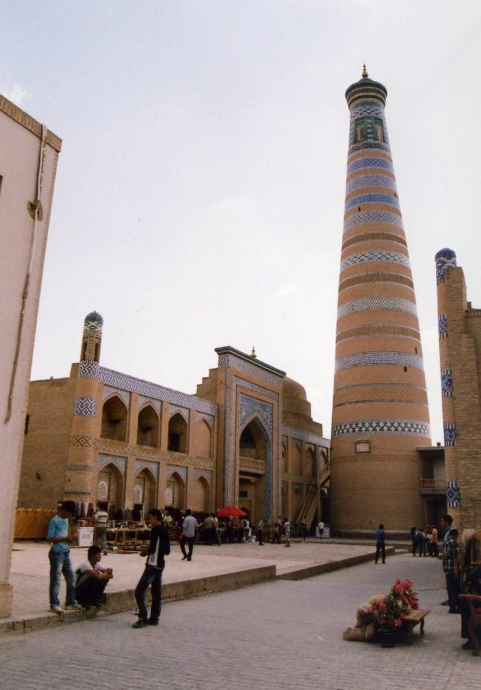 イスラーム・ホジャ・メドレセとミナレット