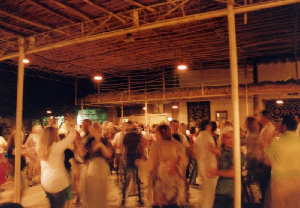 ホテルに戻る途中、ウズベク音楽とダンスのパーティーに出くわす【ウズベキスタン(ヒヴァ)】