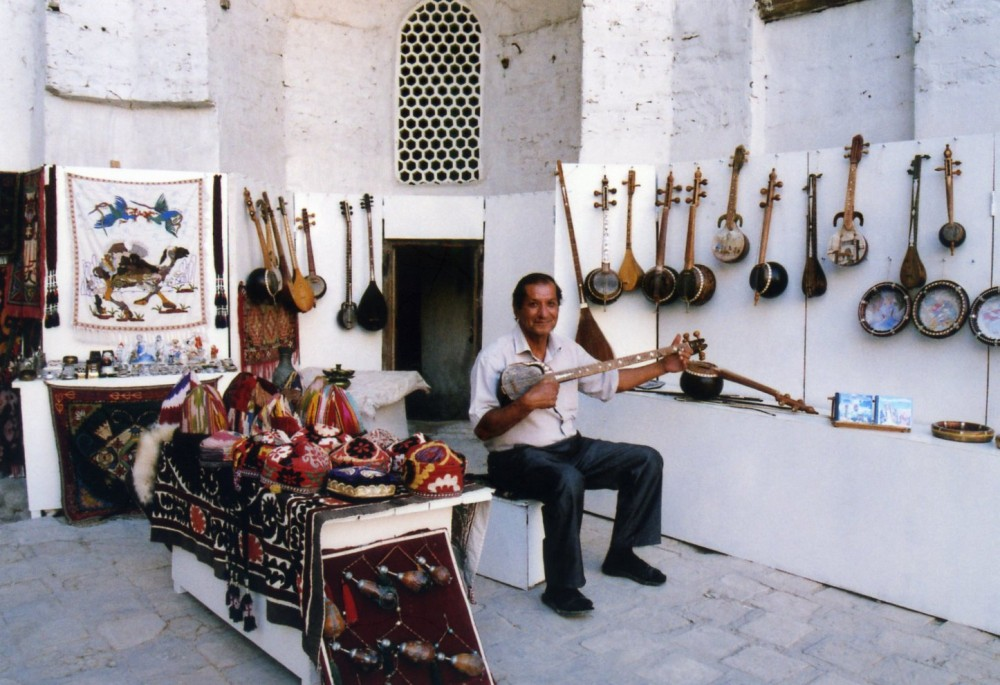 ウズベク伝統音楽を披露【ウズベキスタン(ブハラ)】
