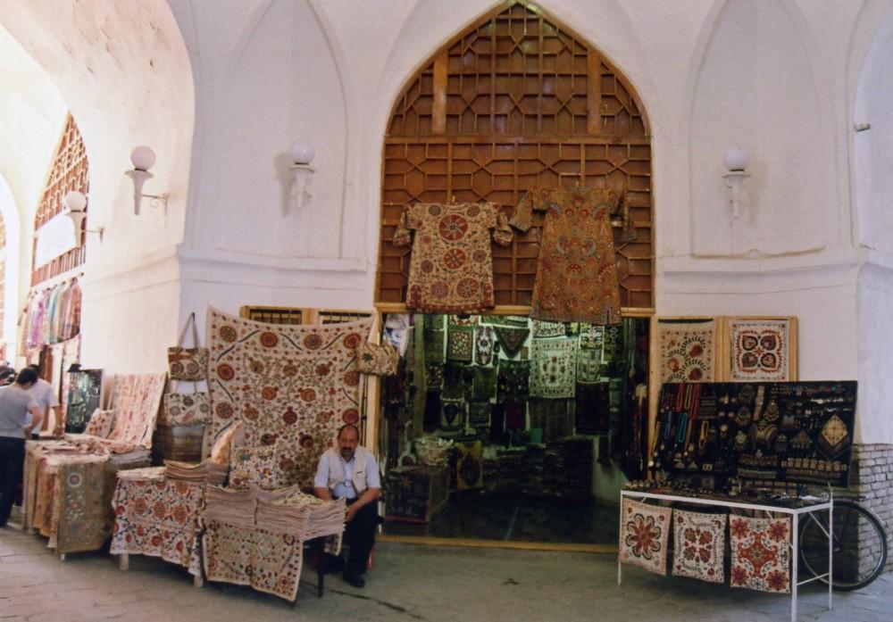 ブハラの交差点バザール「タキ」でお買い物【ウズベキスタン】