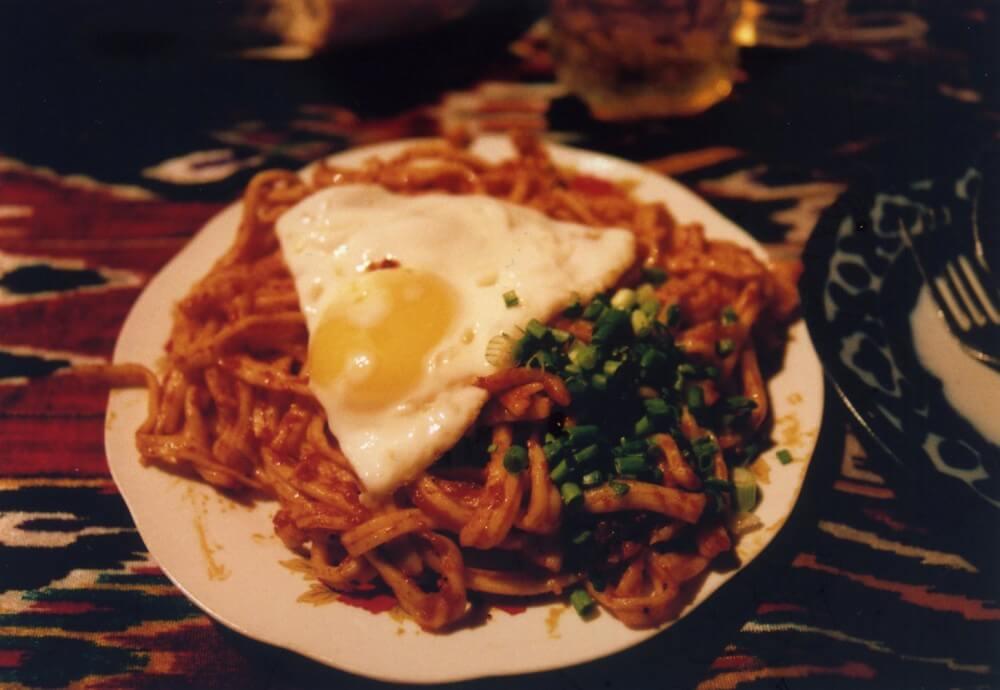 汁なしラグマンを食べる【ウズベキスタン(ブハラ)】