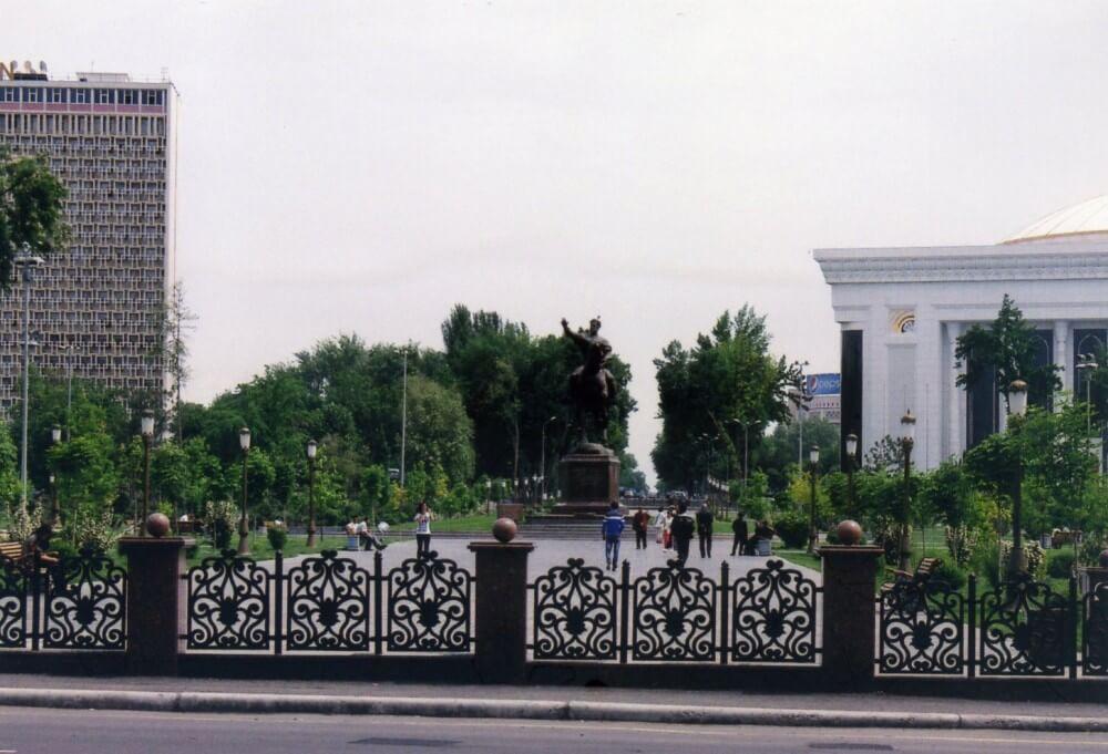 タシケントの中心、ティムール広場付近【ウズベキスタン(タシケント)】