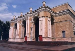 日本人抑留者達が建設した「ナヴォイ・オペラ・バレエ劇場」