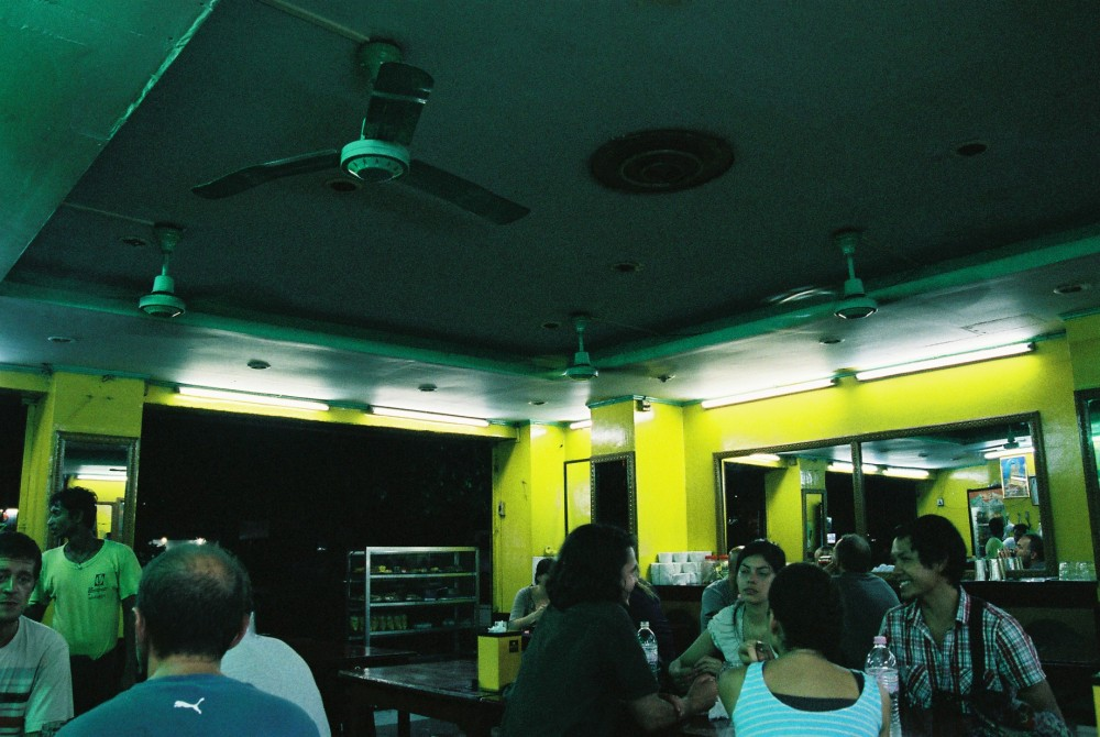 ヤンゴンのダウンタウン、インド料理屋店内【ミャンマー(ヤンゴン)】