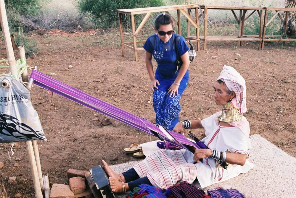 シュエサンドー・パヤーに居たパダウン族の女性 【バガン遺跡】【ミャンマー(バガン)】
