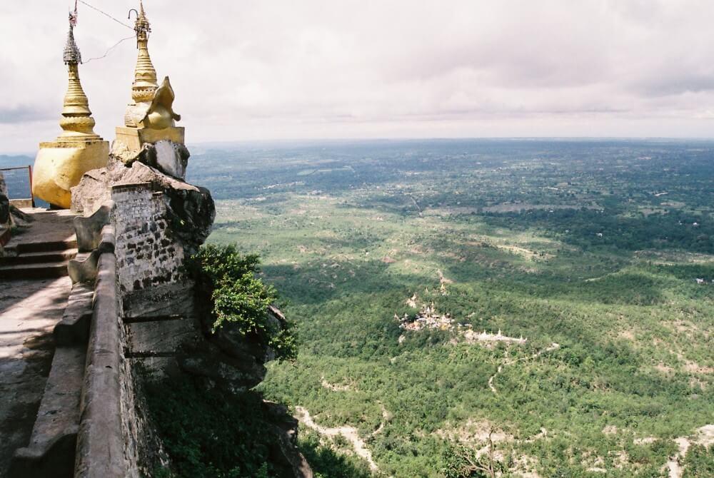 ポッパ山(タウン・カラッ)の頂上からのマウンテン・ビュー【ミャンマー(ポッパ山)】