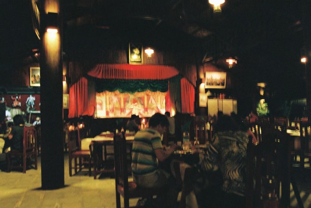 ナンダ・レストランで伝統人形劇を観賞【ミャンマー(ニャウンウー)】