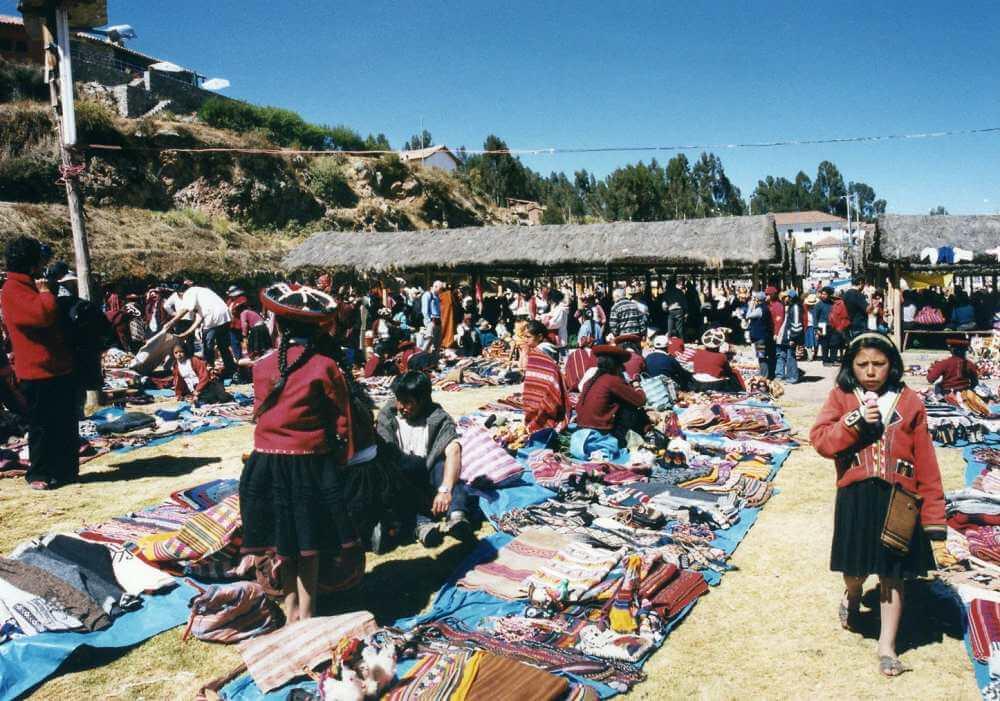 チンチェーロの日曜市(クスコ・ペルー)【市場・バザール】