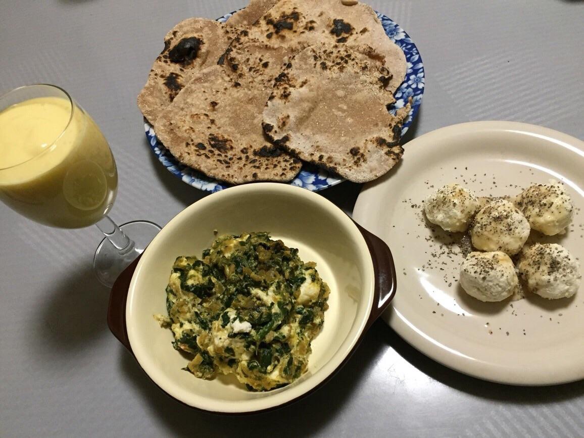 【レシピ】サグパニール(ほうれん草とチーズのカレー)とマンゴーラッシー作りました!
