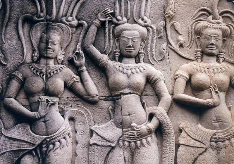 アンコール・ワットに描かれたレリーフとデバター像【カンボジア】