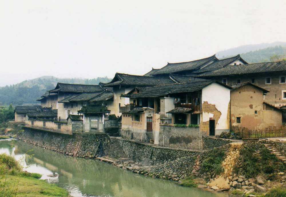川沿いに建つ、地域で一番リッチな土楼「福裕楼」(客家土楼)【中国福建省】