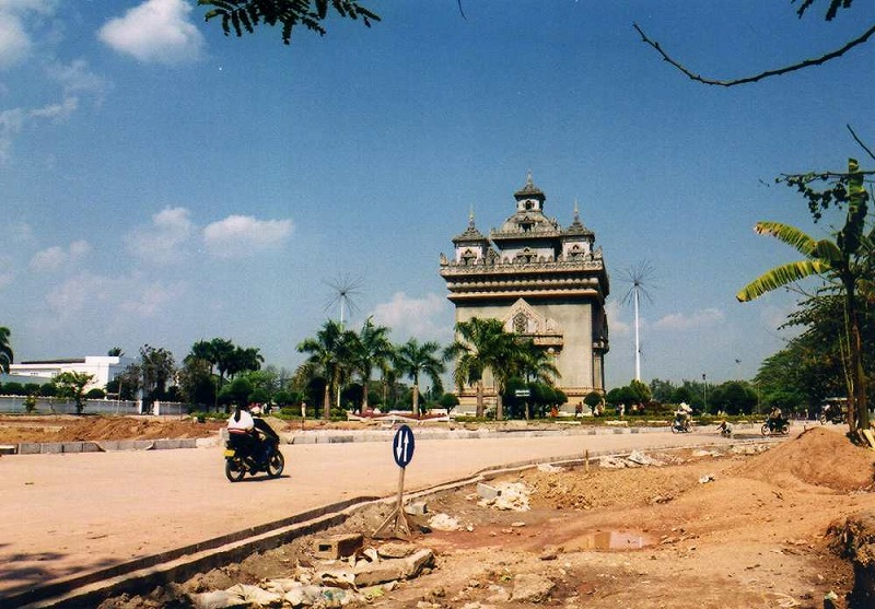 ベトナムから国境を越えサワンナケート、そして首都ビエンチャンへ【ラオス】