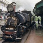 かわいい蒸気機関車「ダージリン・ヒマラヤ鉄道」に乗る【インド】