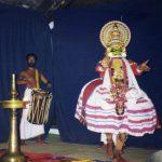 ケララ州、コーチンで、インド伝統舞踊「カタカリ」(Kathakali)を見ました。