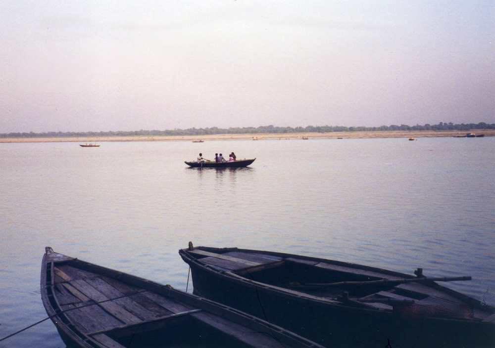 インド バラナシ ガンジス川 昼