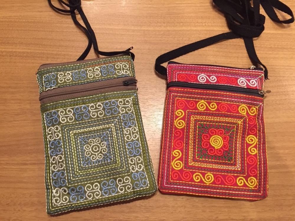 ベトナムお土産 花モン族の刺繍ポーチ【お土産】
