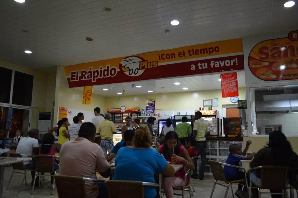 サンティアゴ・デ・クーバの食堂 【キューバ Cuba】