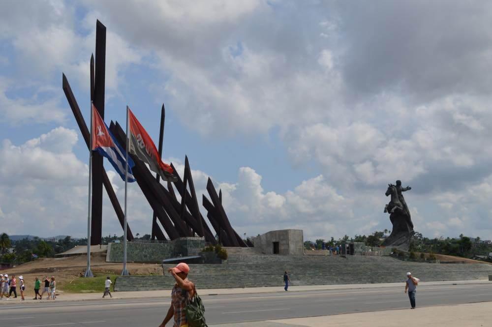 独立記念碑、サンティアゴ・デ・クーバの風景 【キューバ Cuba】