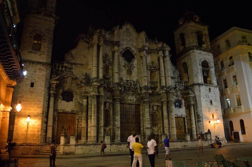 夜のカテドラル、ハバナ旧市街の風景 【キューバ Cuba】