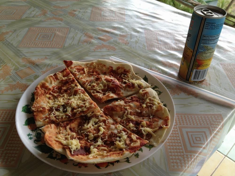 フィリピン、バナウェ。ピザを食べる。バタッド村の棚田【世界遺産】