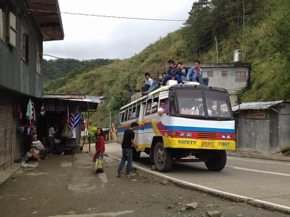フィリピン、バナウェ。通りかかったバス、バナウェビューポイント 【世界遺産】
