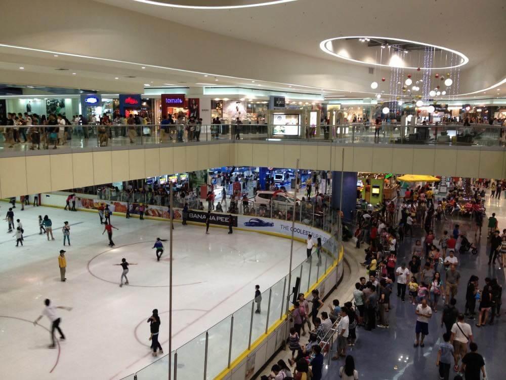 フィリピン、マニラ。モア内にあるアイススケートリンク