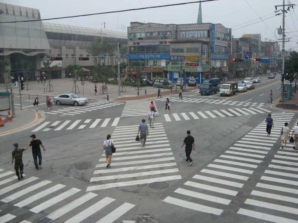 国鉄金村駅前のスクランブル交差点【韓国、ソウル】