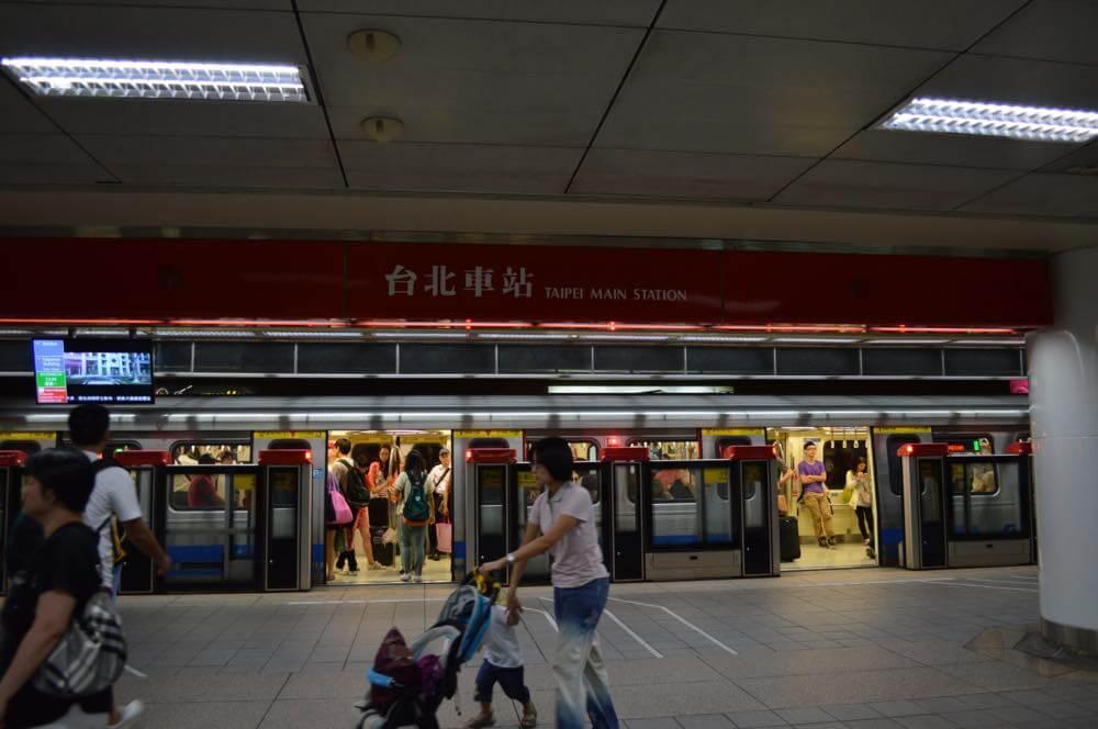 台北MRT(地下鉄)の様子【台湾】