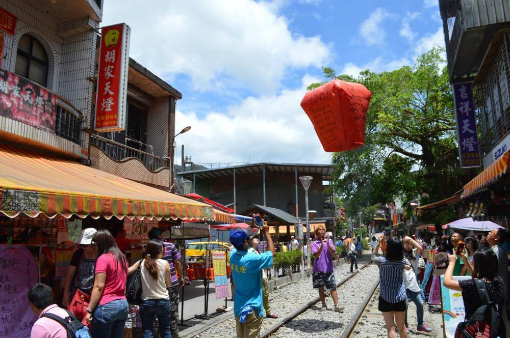 平渓線、十分駅の風景(天燈を上げる)【台湾】