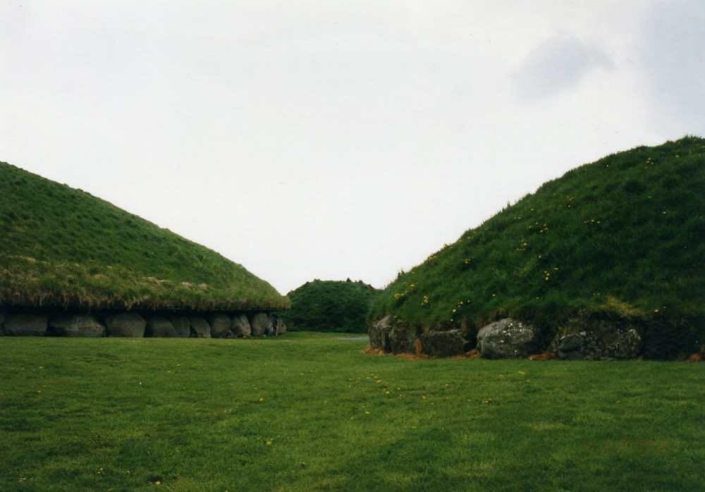 ニューグレンジ遺跡(ボイン渓谷の遺跡群)【アイルランド】