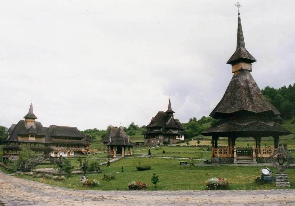 ブルサナ村の木造教会 【ルーマニア】