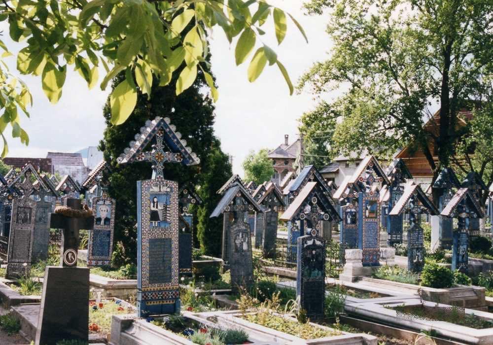 「陽気な墓」サプンツァ【ルーマニア】