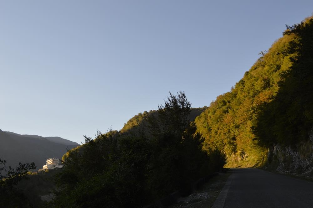 メスティアへの車窓風景(トビリシから車でメスティアへ)【ジョージア(グルジア)Georgia:საქართველო】