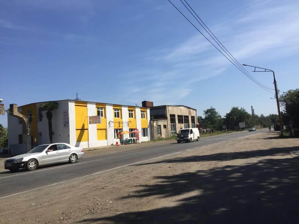 ズグディディ付近のガソリンスタンド(メスティアから車でトビリシへ)【ジョージア(グルジア)Georgia:საქართველო】