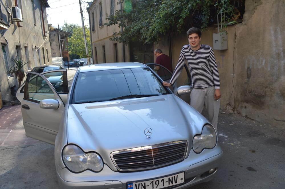 トビリシ到着、ドライバーのサンドロ君(メスティアから車でトビリシへ)【ジョージア(グルジア)Georgia:საქართველო】