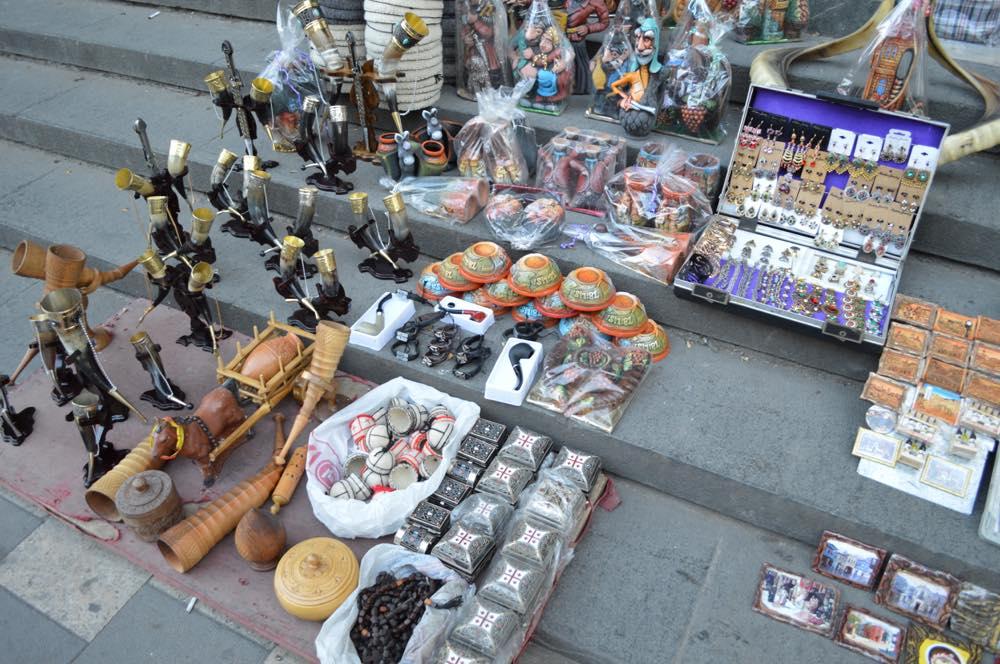 トビリシ、ルスタヴェリ大通りの土産物屋【ジョージア(グルジア)Georgia:საქართველო】