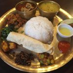 居酒屋風の店内で本場仕様の「ネパール料理」を味わう『ナングロガル』@大久保