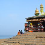 浜辺で舟を組み立て、漁師たちは海へ!(コヴァーラム・ビーチ)【南インド・ケララ州】
