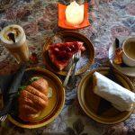 スイーツが充実の隠れ家風カフェ『ケールヴィーデル』@エストニア・タリン
