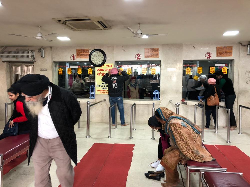 ニューデリー①(グルドワーラー・バングラ・サヒーブ)【オマーン旅11】